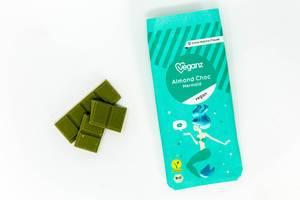 Veganz - Almond Choc Mermaid - Vegane Bio Mandelschokolade mit Verpackung auf weißem Hintergrund