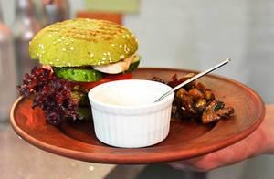 Vegetarian Sandwich mit Sahnesauce und Pilzen