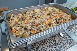 Vegetarischer Risotto mit Paprika, Zwiebel, Zucchini, Aubergine, Tomate