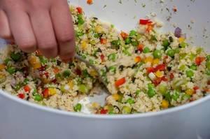 Vegetarisches Risotto mit  Erbsen, Zwiebel und Paprika