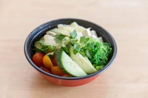 Veggie Bowl mit Gemüse und Tofu - Nahaufnahme