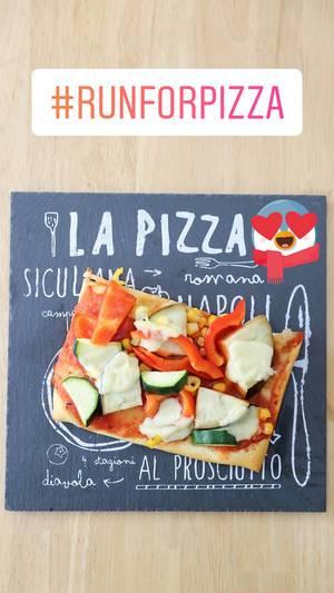 Veggie-Pizza mit Zucchini, Paprika und Meis - #RUNFORPIZZA