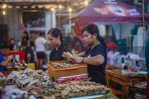 Vendors preparing food to grill, Bacolod City