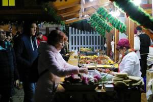 Verkauf von köstlichen Spezialitäten auf dem Weihnachtsmarkt