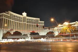 Verkehr vor Bellagio und Caesars Palace in Las Vegas - Langzeitbelichtung