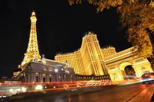 Verkehr vor dem Chateau Nightclub in Las Vegas - Langzeitbelichtung