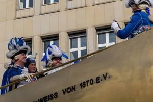 Verkleidete Männer auf der Dicken Berta - Kölner Karneval 2018