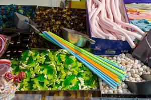 Verschiedene Fruchtgummi Sorten; grüne Frösche und Schlümpfe