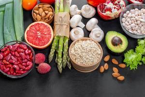 Verschiedene gesunde Produkte für vegetarische Küche