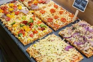 Verschiedene Sorten American Style Pizza