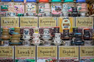 Verschiedene Sorten Kaffee auf dem  Ben Thanh Markt in Saigon