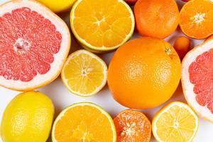 Verschiedene Zitrusfrüchte in obene Aufnahme