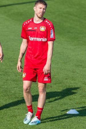 Verteidiger Mitchell Weiser beim Fußballtraining während heißen Temperaturen