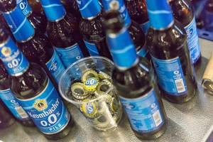 Viele leere Flaschen Krombacher Alkoholfrei