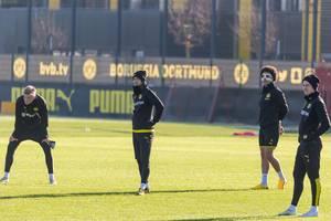 Vier Borussia Dortmund Spieler beim Training: Erling Haarland, Marco Reus, Alex Witsel und Julian Brandt