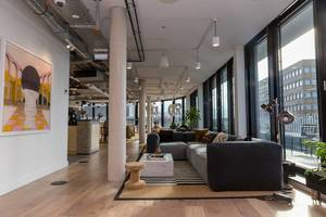 View of the large shared Lounge area of the rentable office spaces at WeWork in Cologne, Friesenstraße