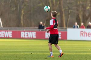 Vincent Koziello empfängt den Ball - Training am 30.01.2018