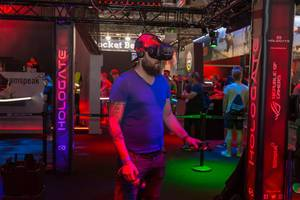 Visitor playing Hologate with HTC VR Headset and Controllers