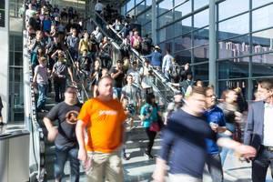 Visitors leaving the fair - Gamescom 2017, Cologne