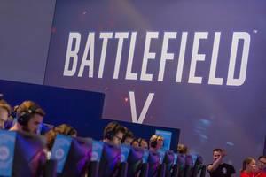Visitors playing Battlefield V at Gamescom