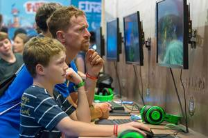 Visitors playing The Settlers III at Gamescom 2018