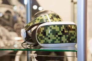 Vitrine mit VR-Brillen von DeinDesign