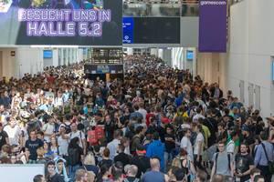 Volle Messehalle: Besucher auf der Kölner Gamescom