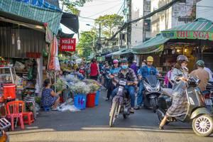 Volle Straßen auf dem Blumenmarkt in Ho Chi Minh City