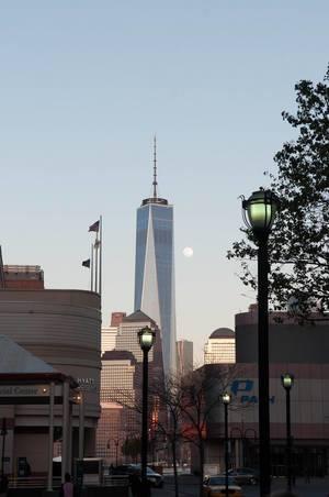 Vollmond und WTC Freedom Tower in New York City, USA