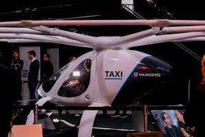 Volocopter Flugtaxi in der Realität streng bewacht auf der Digital X in Köln