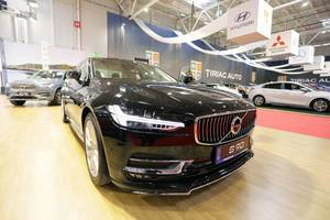 Volvo S90 Oberklasse-Limousine im Schwarz