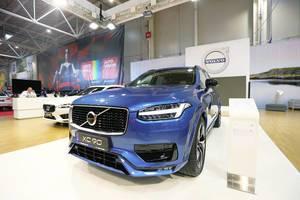 Volvo XC90 SUV im Blau: Schwedisches Auto auf dem Bukarest Auto Show