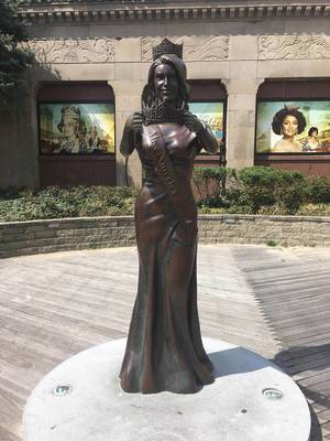 Vorderansicht der Miss America Statue in Atlantic City, USA