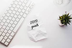 Vorhaben für das aktuelle Jahr, neben dem PC auf dem Schreibtisch