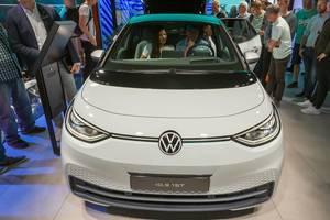 VW ID.3 1ST als erstes Modell der neuen Elektroauto-Familie auf der IAA: E-Mobilität mit Augmented Reality Head-up Display in der Windschutzscheibe