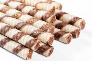 Waffel-Röllchen mit Schokoladencremefüllung