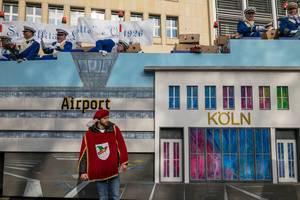 Wagen beim Rosenmontagszug - Airport Köln - Kölner Karneval 2018