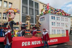 Wagen Der Neue Vortänzer beim Rosenmontagszug - Kölner Karneval 2018
