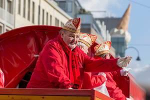 Wagen des Kölner Husaren-Korps von 1972 beim Rosenmontagszug - Kölner Karneval 2018