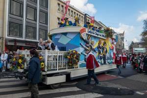 Wagen des Vereins Lyskircher Junge von 1930 beim Rosenmontagszug - Kölner Karneval 2018