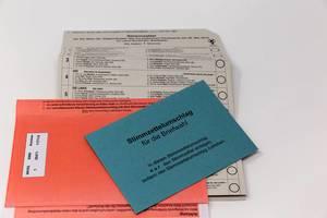 Wahlunterlagen mit Stimmzettel für die Briefwahl der Europawahl 2019