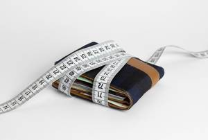 Wallet with tape measure