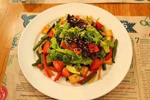 Warmer Salat mit Tofu
