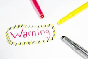 Warning, geschrieben auf einem Blatt Papier