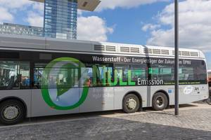 Wasserstoff-Bus im Kölner Stadtverkehr zum Erreichen der Emissionsziele