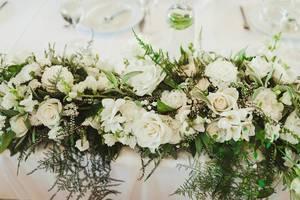 Wedding Flower Rose Compositon On Table (Flip 2019)