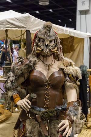 Weibliche Barbarenkleidung für Cosplay und LARP
