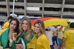 Weibliche brasilianische Fußball-Fans - Fußball-WM 2014, Brasilien