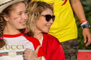 Weibliche Fußball-Fans aus Serbien