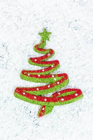 Weihnachtsbaum Deko auf Schnee